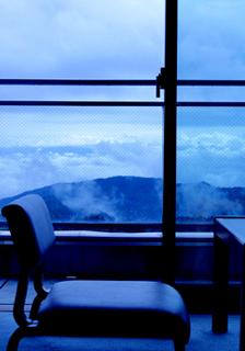 19 客室イメージ椅子と雲海 小.jpg